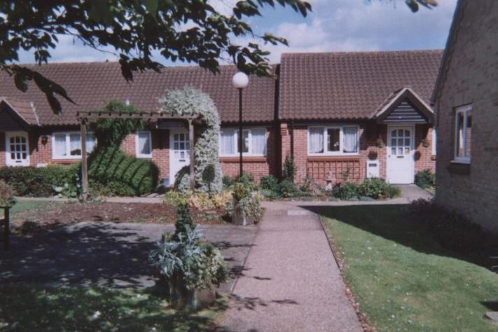 Sheraton Close , Bushland Road Northampton