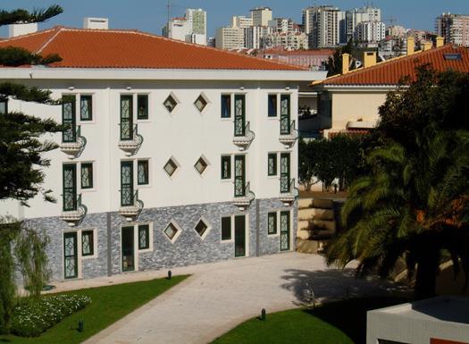 Clube de Repousa Casa dos Leoes, Av.Prof. Dr Reinaldo dos Santos, 30 Carnaxide 2790 Lisbon